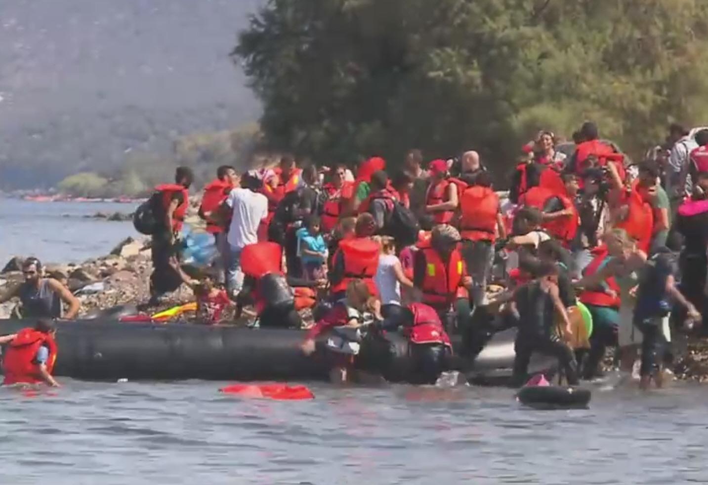 船でギリシャの離島に漂着した難民のボート ©European Union 2015