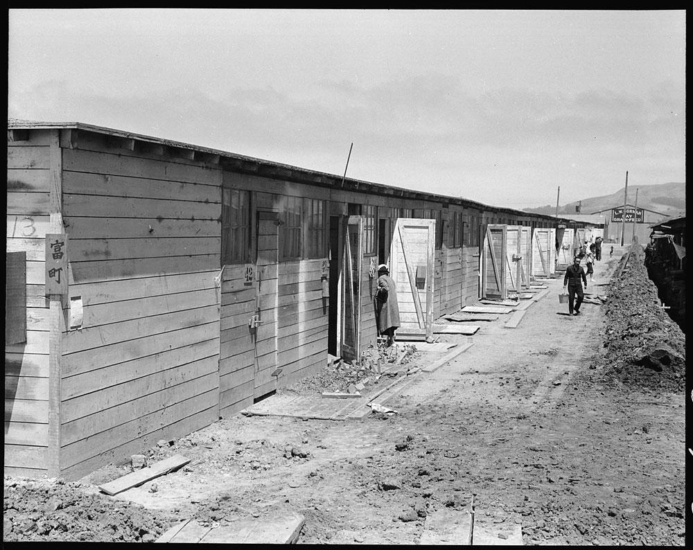日系人強制収容、厩に住まわされたカリフォルニアの一時集合センター