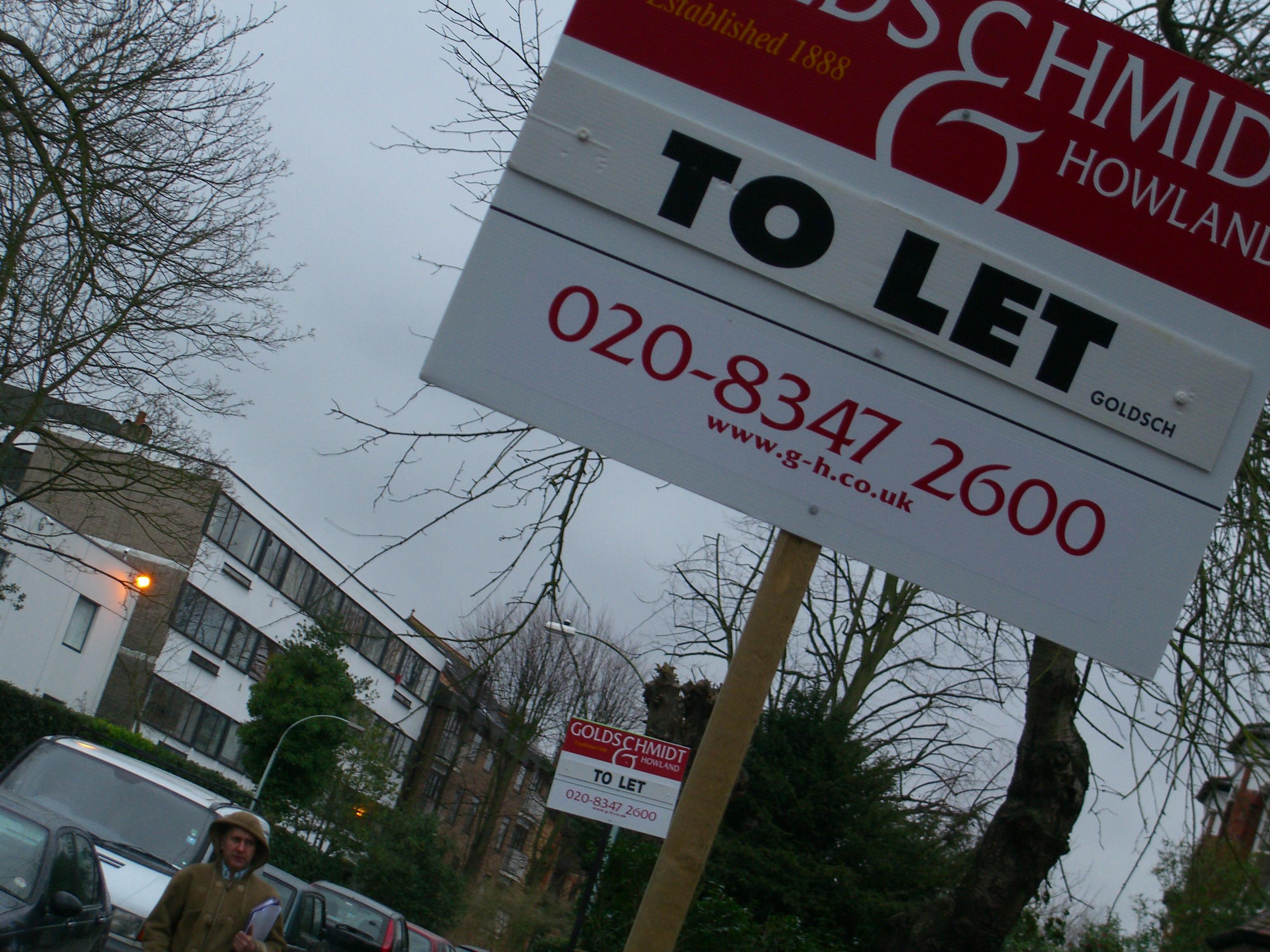 ロンドンでは、住みたいと思う地域に不動産を買えるイギリス人が10人に一人しかいない。投資家による購入が多く「賃貸入居者募集」の看板があちこちに立つ© FUKUOKA Nao