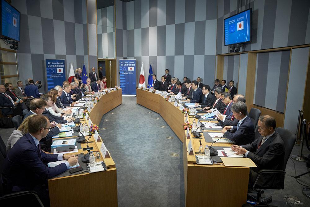 EU側は主席交渉官のマルストローム委員を筆頭に女性も多く、年齢、国籍も様々で、「多様性による力」を象徴する。価値観の共有できるのか。 European Union 2017