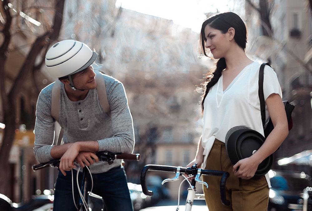 使わない時はカバンに入れて持ち運べる、帽子感覚のクロスカClosca Design S.L.