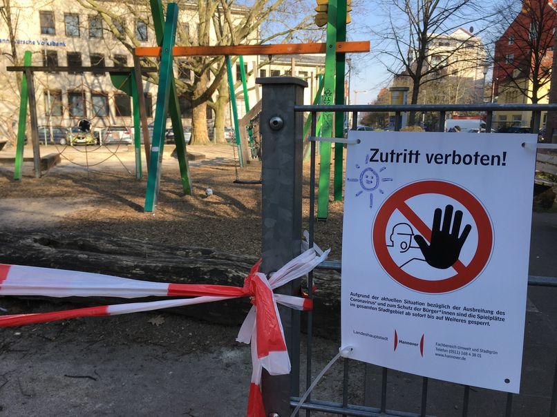 no entry park sign lite