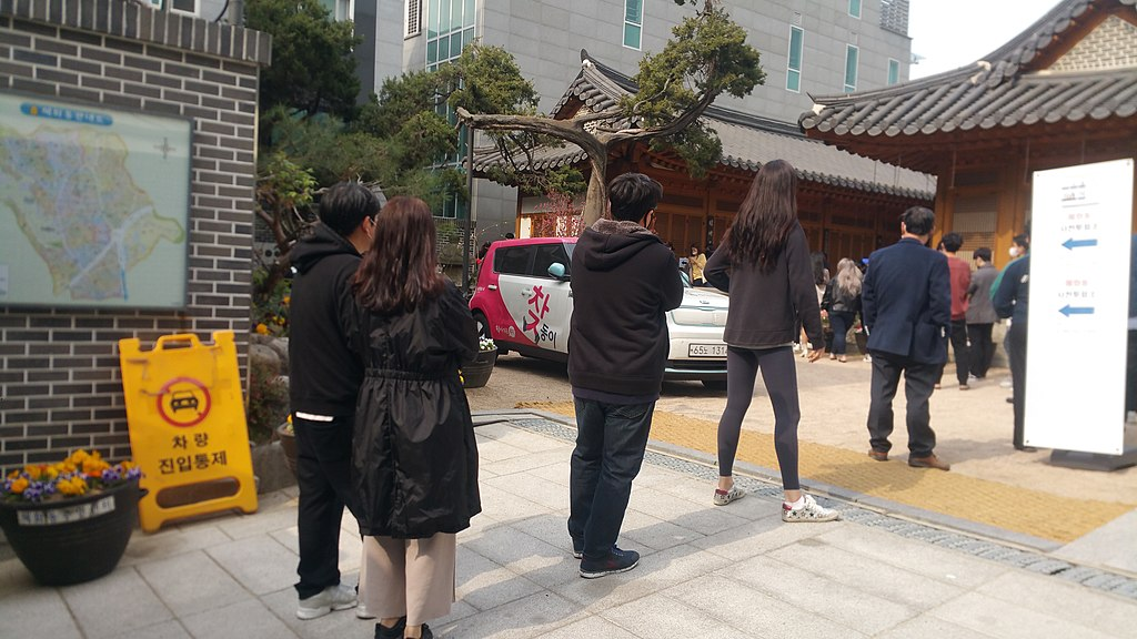 1024px-Hyehwa-dong_pre-voting_April_11_4